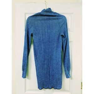 Blue turtle neck fitted sweater.